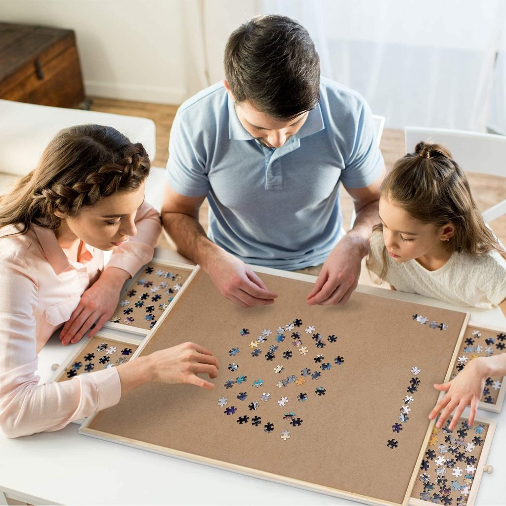Family assembling puzzle